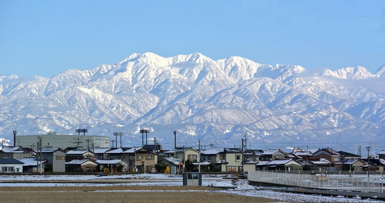 富山市から見た立山連峰: 外堀会